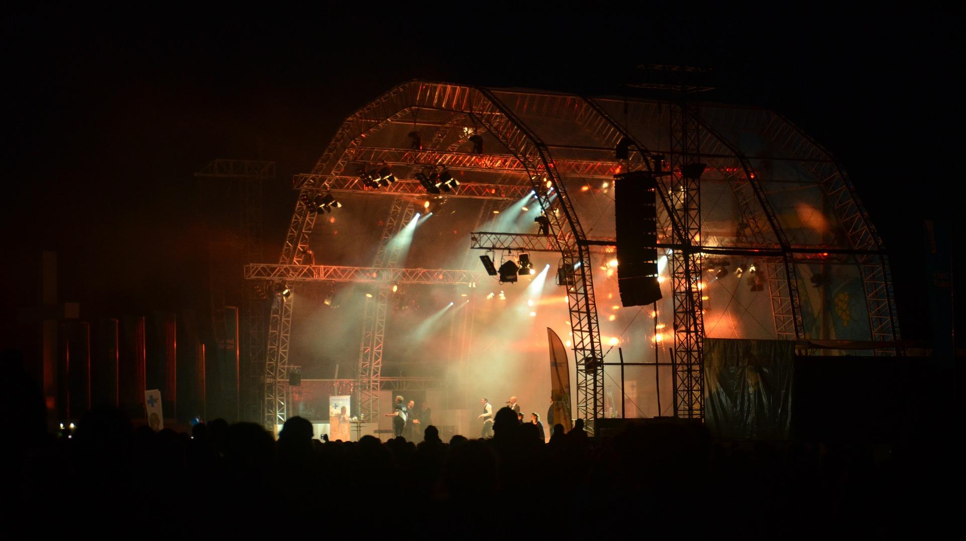 """Featured image for """"Tausende Fans in EM-Stadien – und was ist mit Partys und Festivals?"""""""